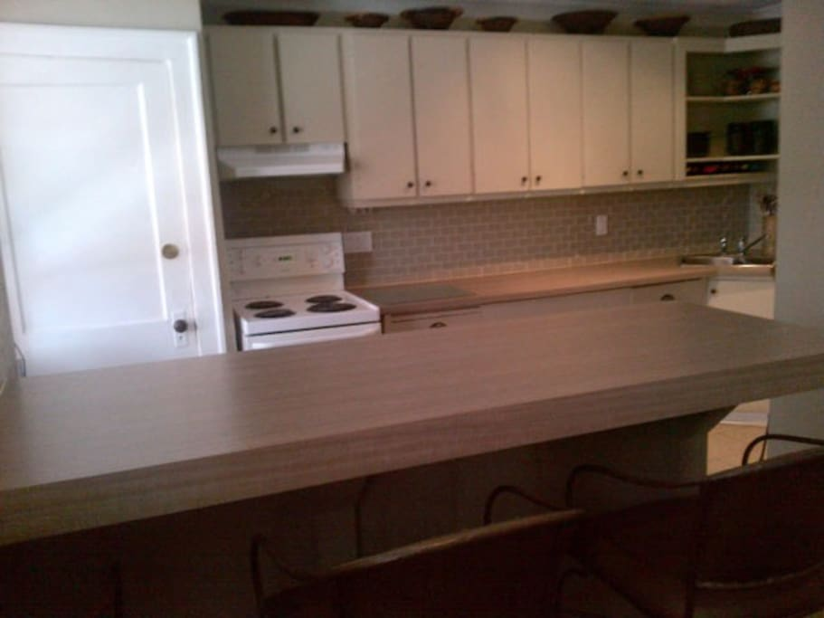 Kitchen/ Breakfast Bar