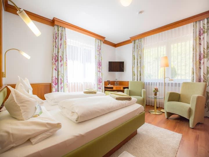 Häfner's Flair Hotel Adlerbad (Bad Peterstal-Griesbach), Doppelzimmer Standard mit Balkon