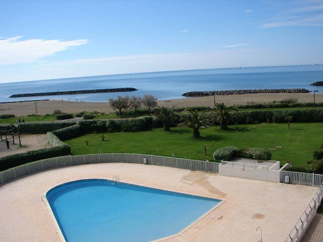 Beau t2 panorama unique mer piscine flats for rent in le for Piscine cap d agde