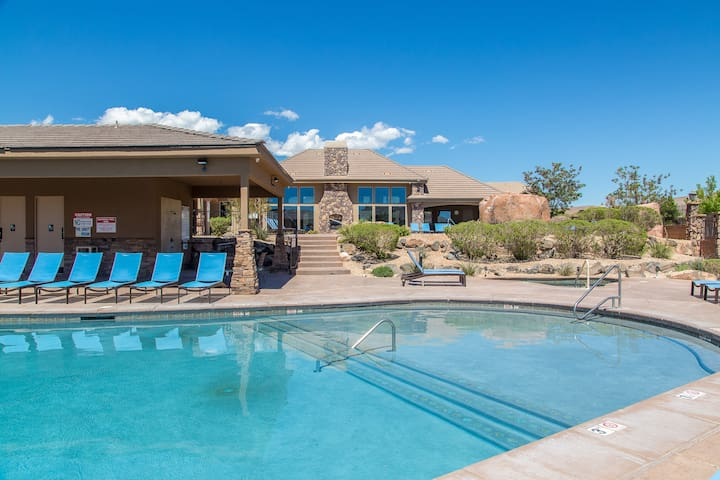 Ping Pong Table|End Unit|2 Pools|2 Spas|Near Zions