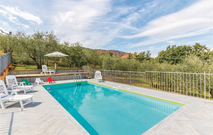 Amazing home in Casalguidi PT with WiFi, Outdoor swimming pool and 3 Bedrooms