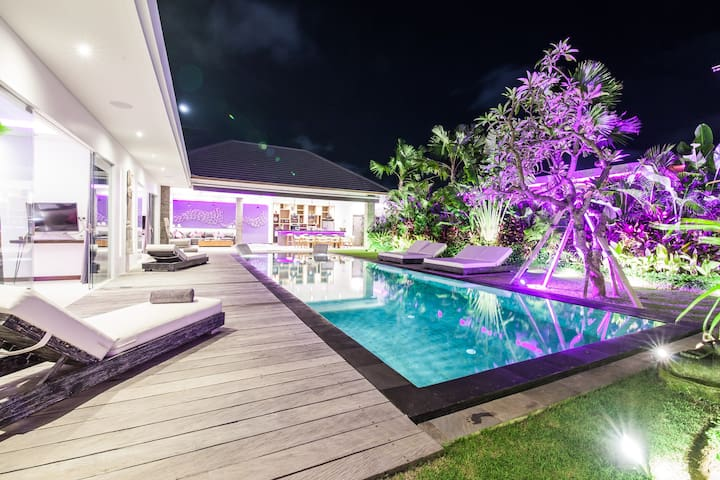 SEMINYAK New brand villa with 2 housekeepers