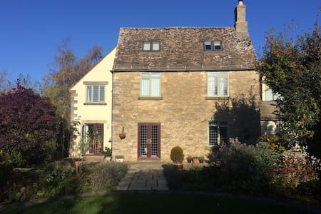 Larksfield Cottage, near Cirencester - Down Ampney