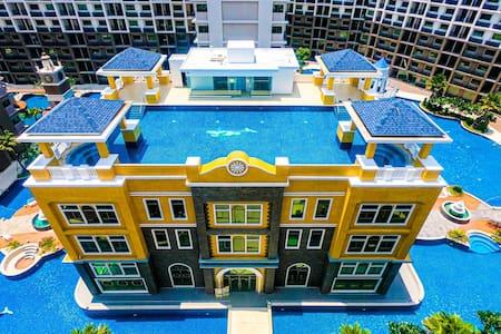 Arcadia Beach Continental Pool view 2nd floor