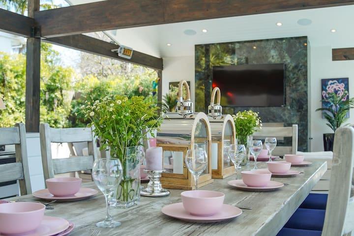Wunderschoene   Villa mit pool, jacuzzi und Caita