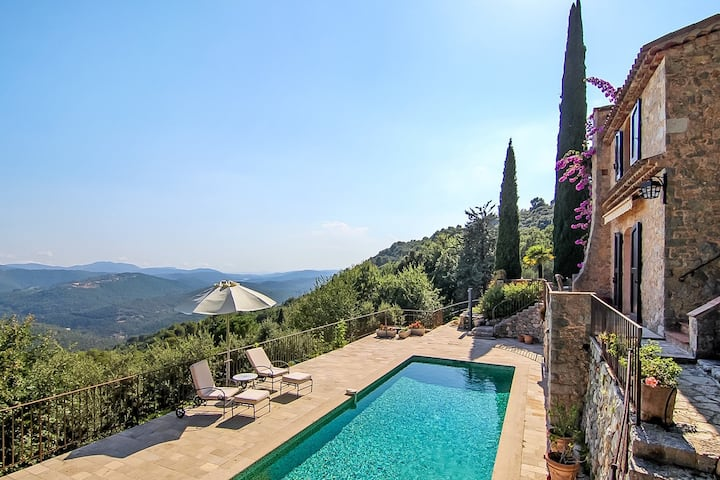 Provencal villa with spectacular sea and lake view