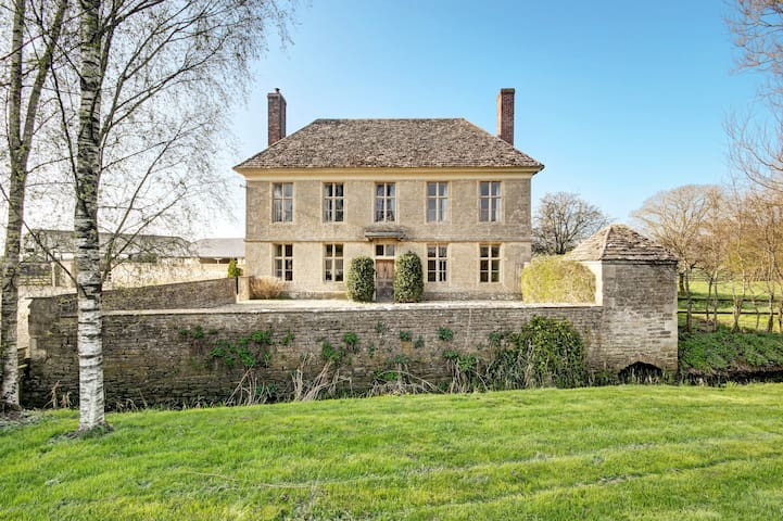 Yew Tree Farmhouse is a stunning period home. - Hannington Wick - Hus