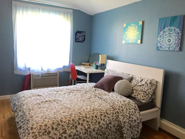 Comfy Room W/ Balcony near JFK LGA - Queens - Leilighet