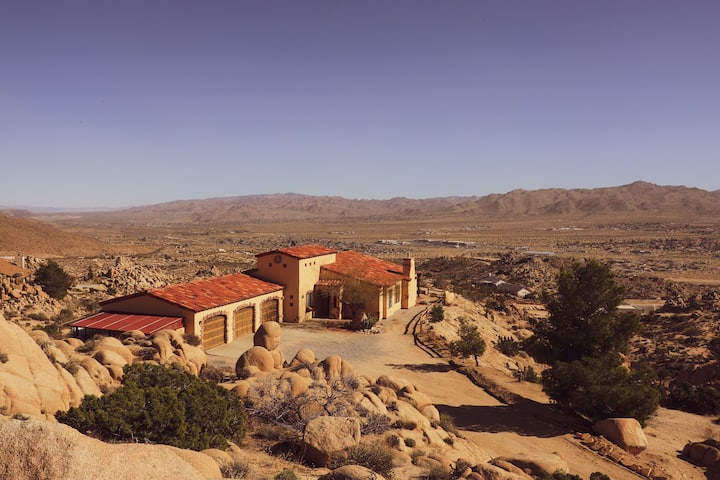 Hilltop Star Villa-360 JOSHUA TREE Boulders Top!