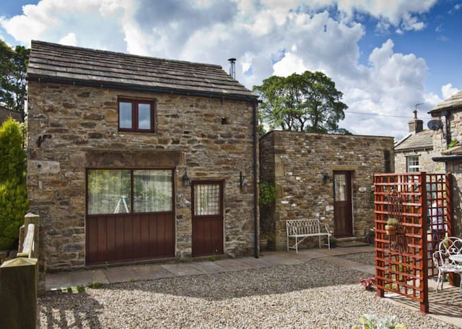 Beautiful  Barn Conversion in Lovely Dales Village