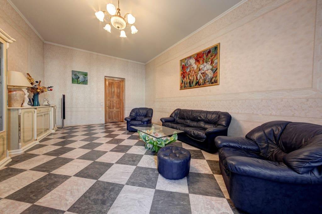 Набор мягкой мебели в гостиной
