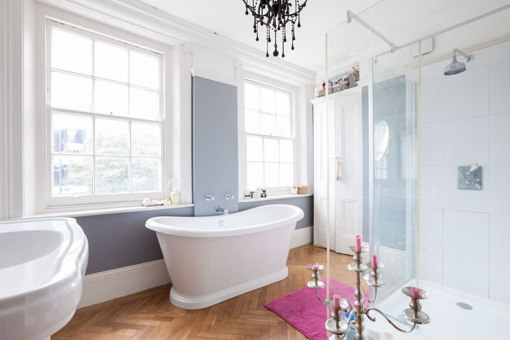 """""""The enormous bathtub and great showers (there are multiple bathrooms!) are perfect to relax in after a long day sightseeing."""" - Jane, Gold Coast, Australia"""