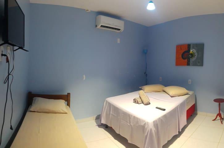 Suite aconchegante, ar condicionado, televisão, cama box e chuveiro elétrico!