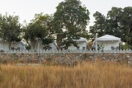 Hoppers leeway- The Kumbhalmer Tents - Kumbhalgarh - Hotel butikowy