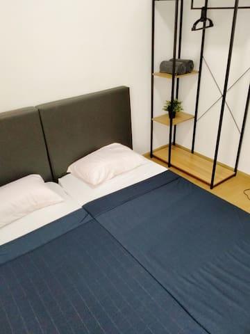 Third room (fan)