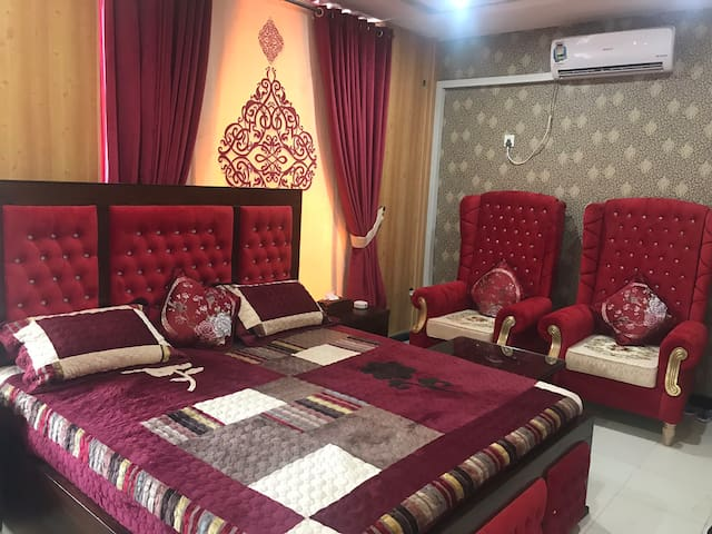 A beautiful and Comfy room at ideal location