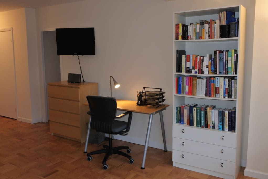 Television w/ Netflix, HBO Now and Amazon Prime Instant Video; comfortable working area