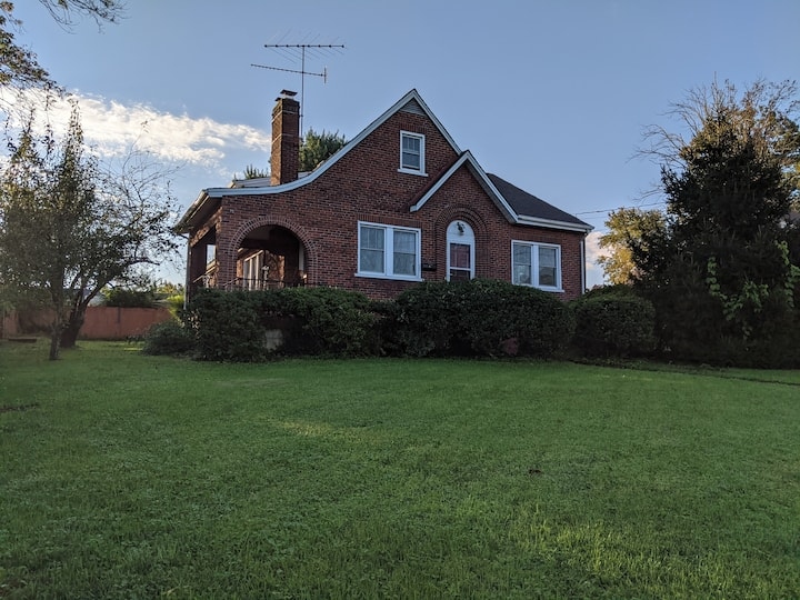 Exceptional Location & Value-2 miles to  LU & UofL