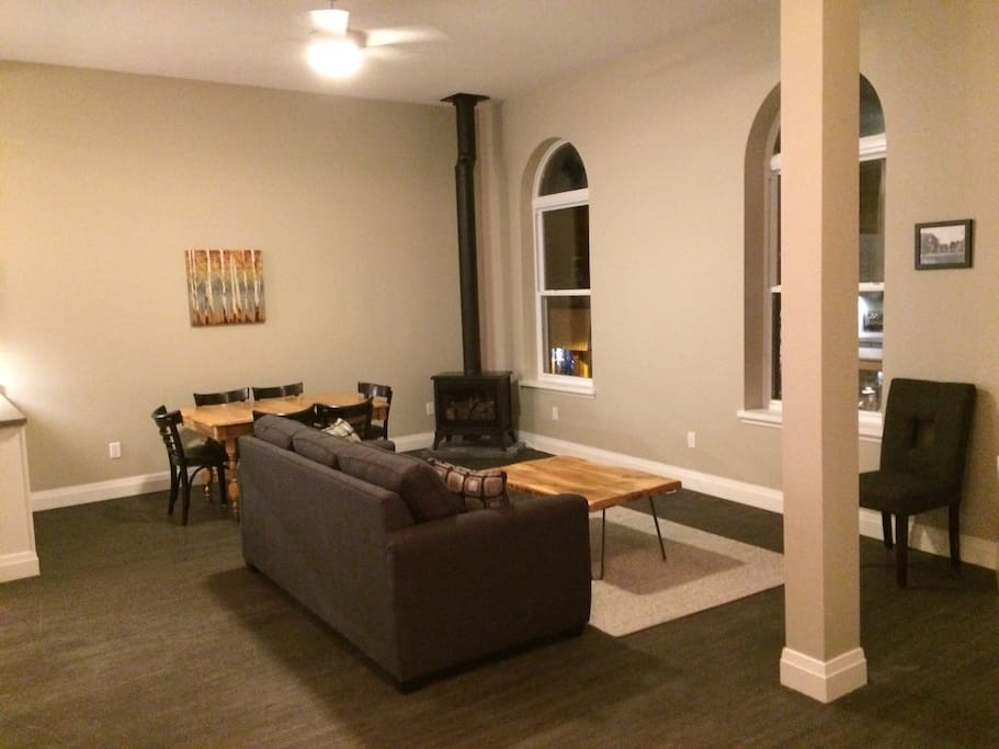 Large living room with arched windows!