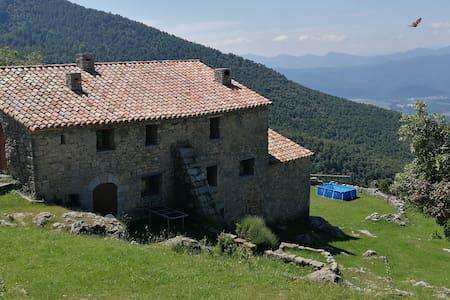 El Serradell Oest - Masia aillada en plena natura