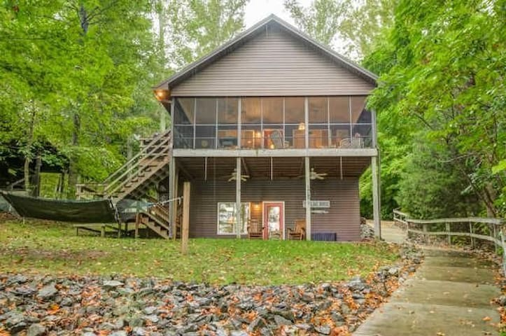 Fenced Lakehouse on  Tims Ford Lake Pet Friendly - Winchester - Haus