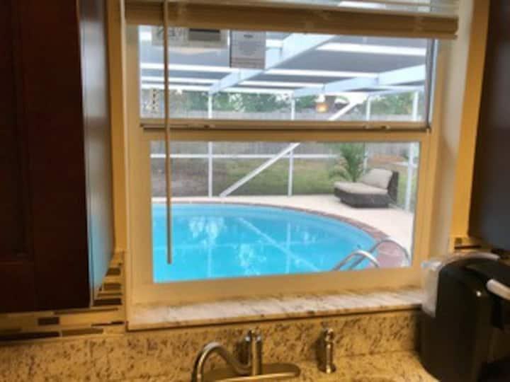 Beautiful & quiet 2 bedrooms 2 baths Pool house.
