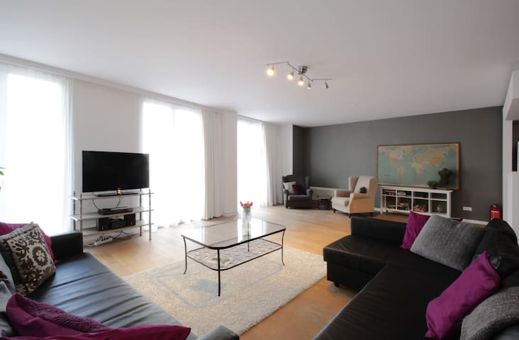 Grand loft @ Antwerp hotspot 2400sq. feet + WiFi