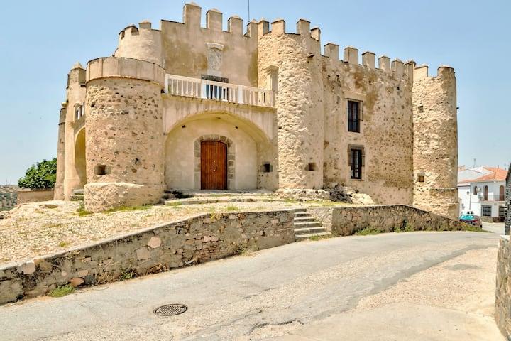 Schickes Ferienhaus in Valencia del Ventoso mit Garten