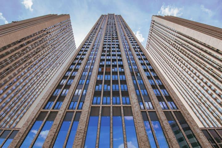 Моя квартира находится в башне посередине и на самом верху.