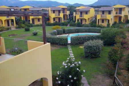 Casa con piscina vicino al mare - Viddalba