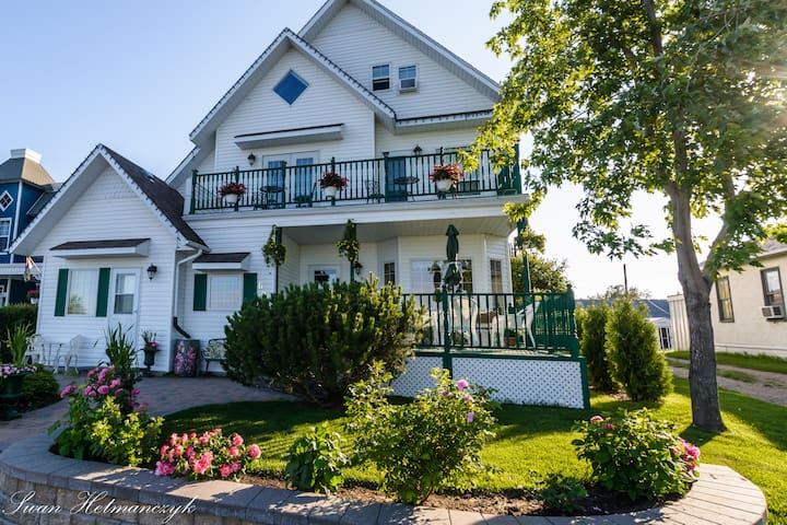 Entire Waterfront Harbour Bed & Breakfast