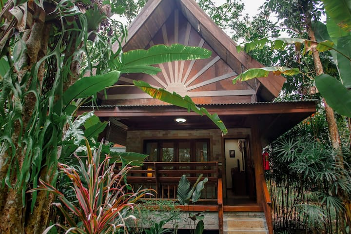 Bungalow in jungle vibe for 3
