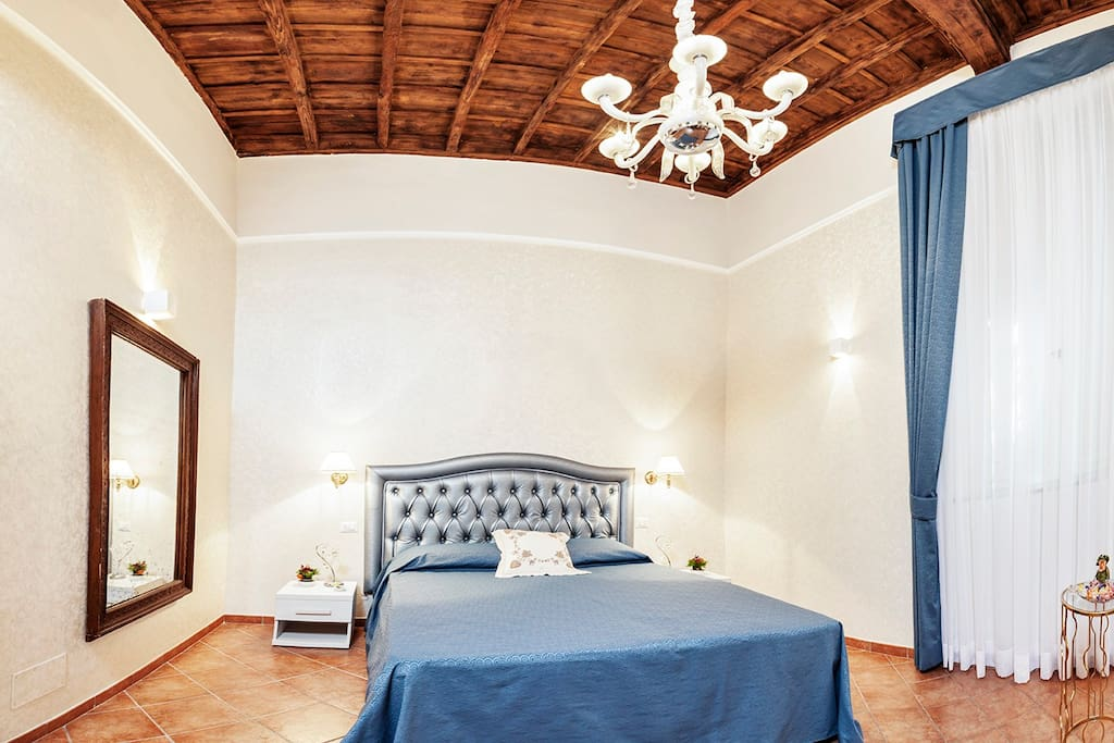 The bedroom is equipped with air conditioning, independent heating and satellite TV, free WiFi .