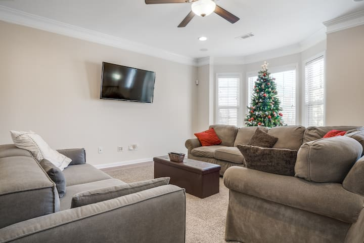 N Fulton/Roswell:  Whole Home:4 Beds, 3.5 Bath
