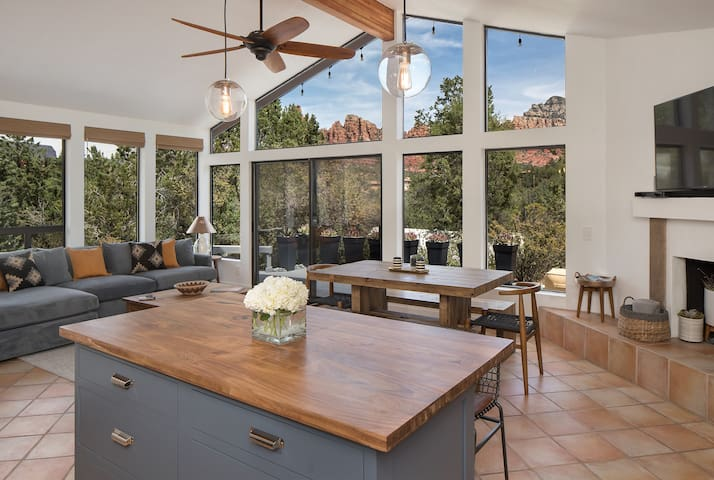 BRAND NEW REMODELED HOME WITH STUNNING VIEWS!!! - Sedona - House