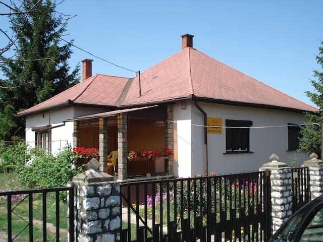 Kata Vendégház - Poroszló - Casa
