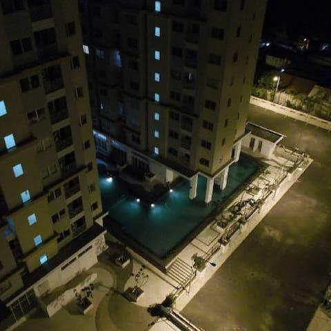 Homy Cozy Comfy- Budget Apartment - Kebayoran Lama - Leilighet