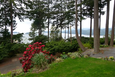 Privateer Holiday Rental - Bowen Island