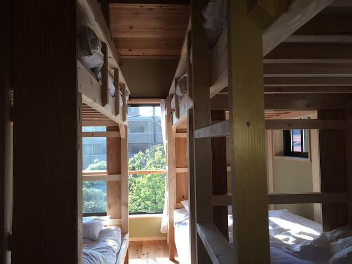 ゲストハウス 鎌倉ZEN-JI ドミトリールーム 男女共用 ベッド計6台のベッド1台