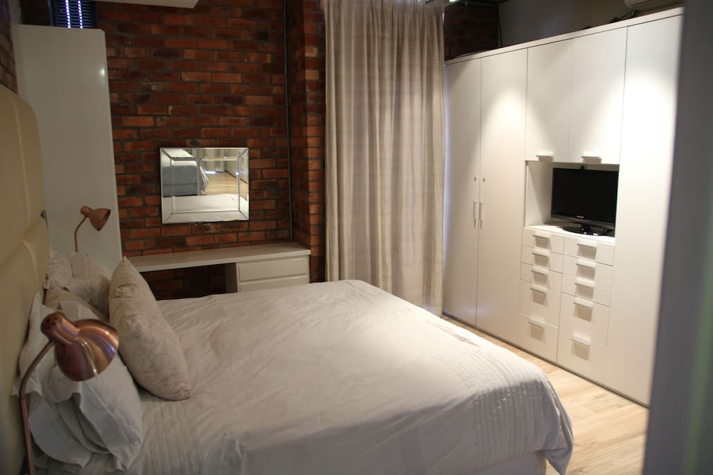 Main bedroom with airconditioner