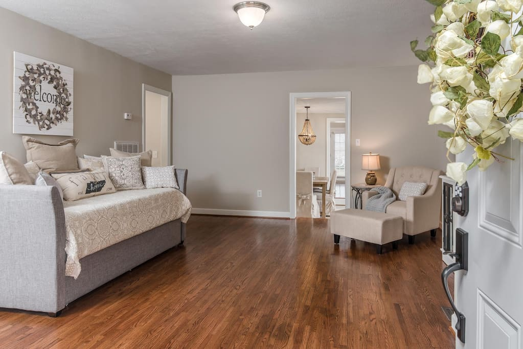Second living room with trundle, sleeps two near front door