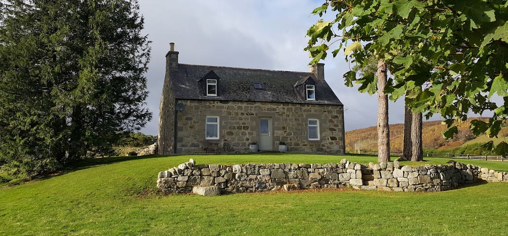 Boutique Cottage. Stunning Views - Whisky Trail