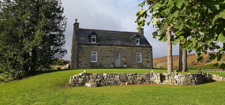 Highland Cottage Staycation. Views! Whisky Trail!