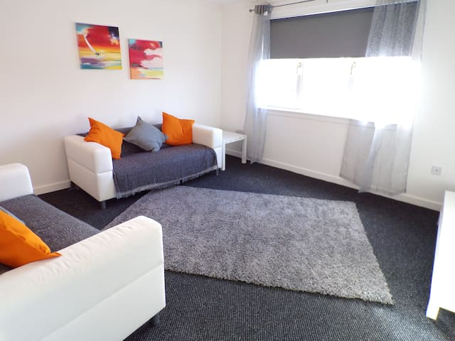 Robbins Nest Apartment - Motherwell - Apartamento