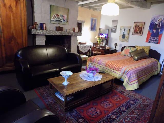 Maison ancienne, chambre spacieuse et confortable. - Cancale - Huis