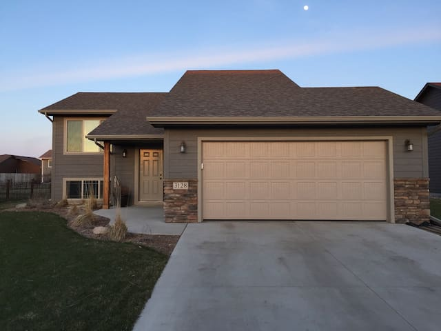 Private Lower Level Entirely Yours! - Sioux Falls - Casa