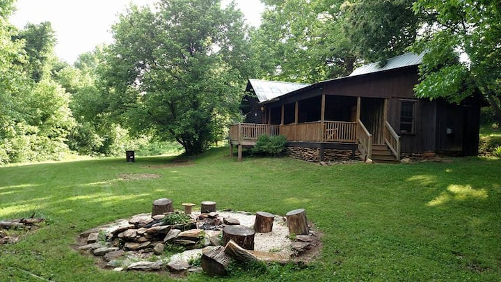 Kelley Acres Cabins: 18 acres to relax on