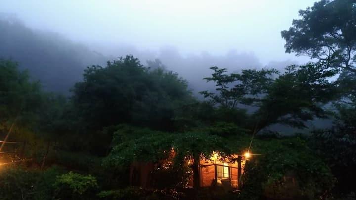 遂性山居-兩棟兩房可容納14人。山に住む(附贈早餐,最低入住人數4位)