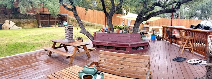 Hill country townhome minutes to Lake Travis