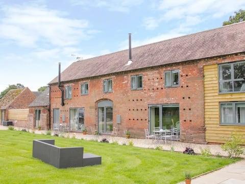 The Parlour - luxury barn conversion sleeps 5